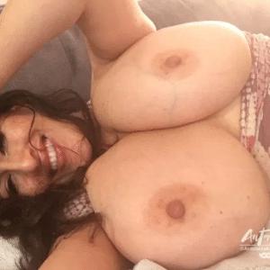 antonella kahllo selfie