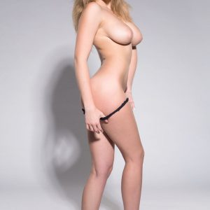 casting laury nude