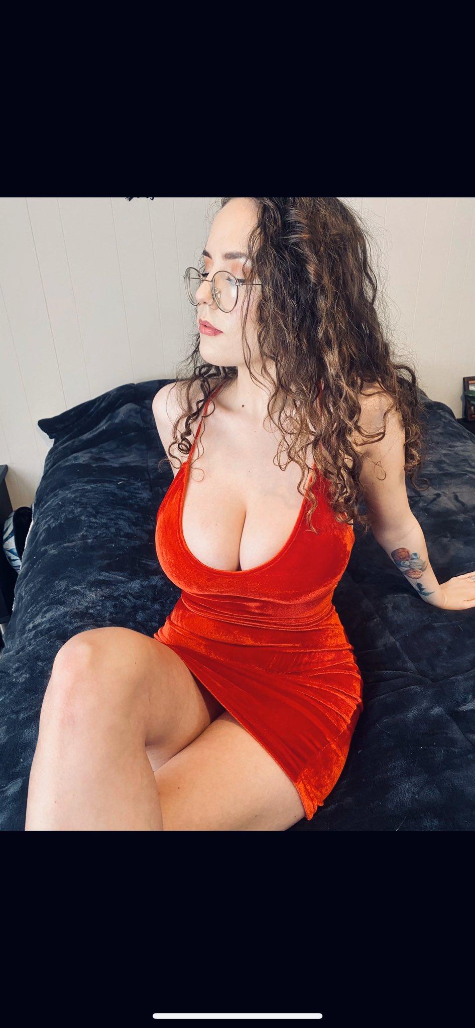 Lauramarie828 boobs