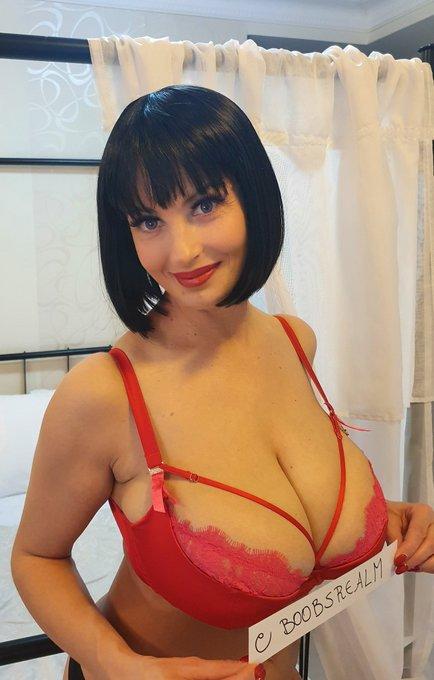 lisa bukawski boobsrealm