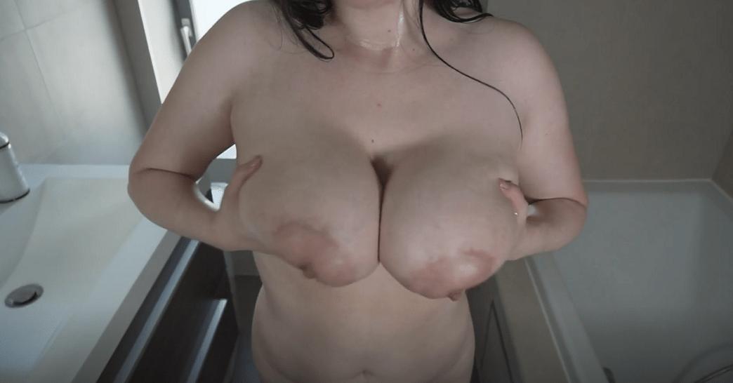 nina-nightbloom oiled boobs