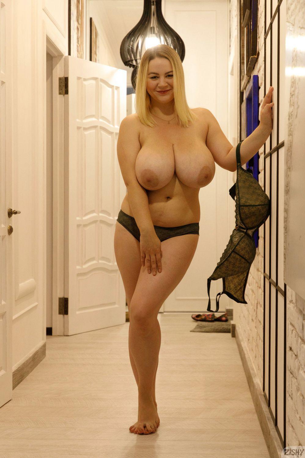 Ivanna Ershova boobs