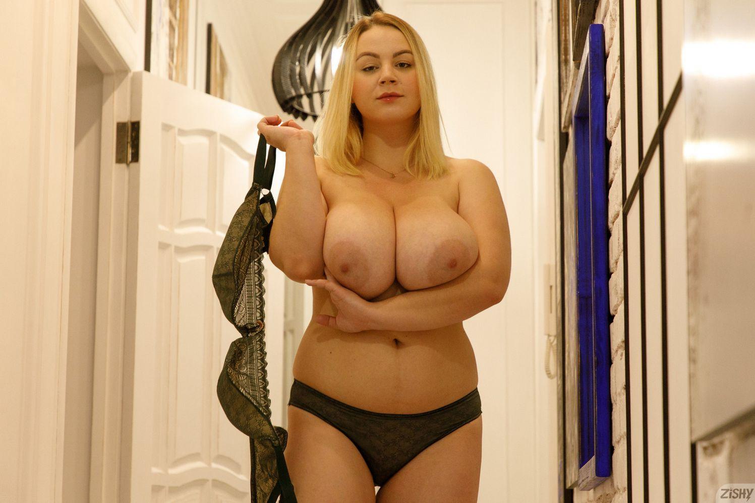 Ivanna Ershova tits