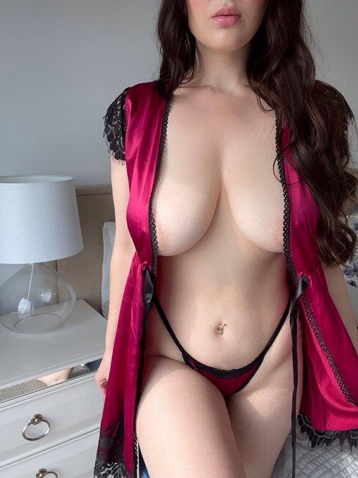 jasmine-lane-busty-escort