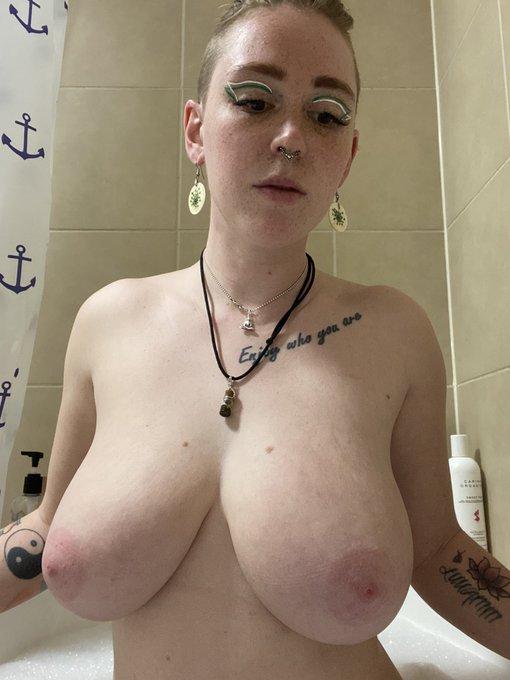gingersnapp122 boobsrealm